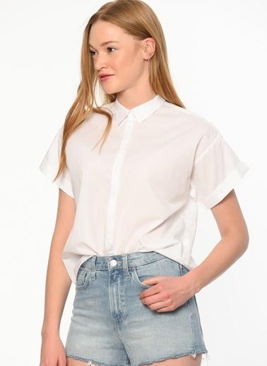 Mavi Kısa Kollu Gömlek Beyaz